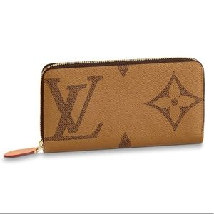 Louis Vuitton Reverse Monogram Giant Zippy